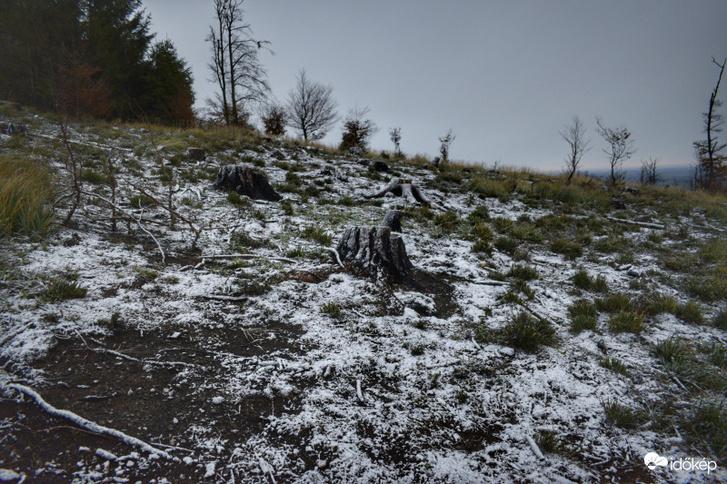 Hétfő hajnalban Hajagon és a Kőszegi-hegység 700 m fölötti részein is havazott