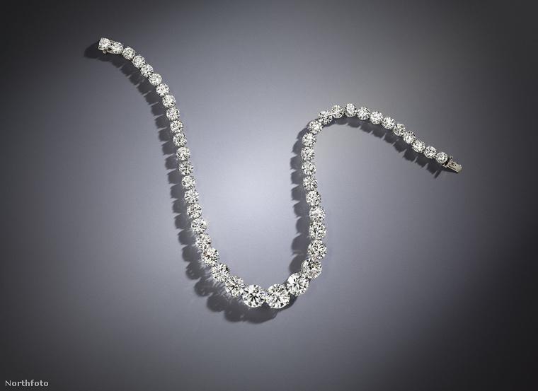 A 66 karátos gyémántkülönlegességet a legendás ékszerész, Harry Winston készítette.