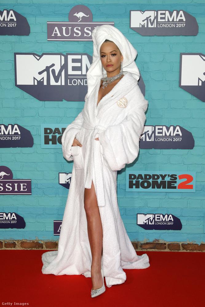 November 12-én, vasárnap tartották az MTV európai zenei díjátadóját, ami - az idény többi nagyobb eseményével ellentétben - nem egy estélyis buli, így nagy reményekkel vártuk, hátha lesznek ott érdekesen öltözött emberek.
