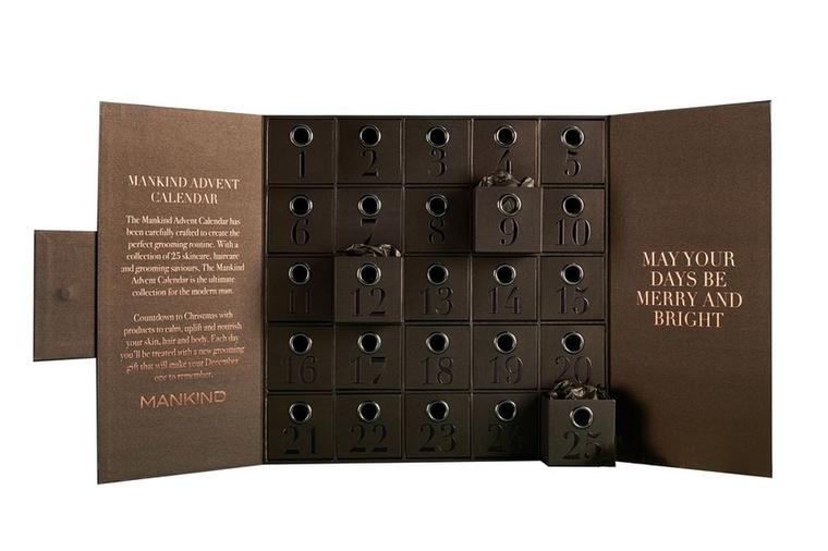 A prémium márka luxustermékeivel megpakolt szettért ez jó ajánlat, ugyanis egy ilyen csomag eredetileg több, mint 650 fontba, körülbelül 227 ezer forintba kerül a piacon.