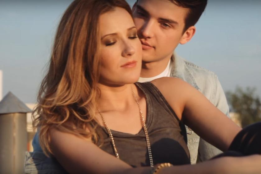 Janicsák Veca és férje, Ladányi Ábel a Könnyek az esőben című klipben.