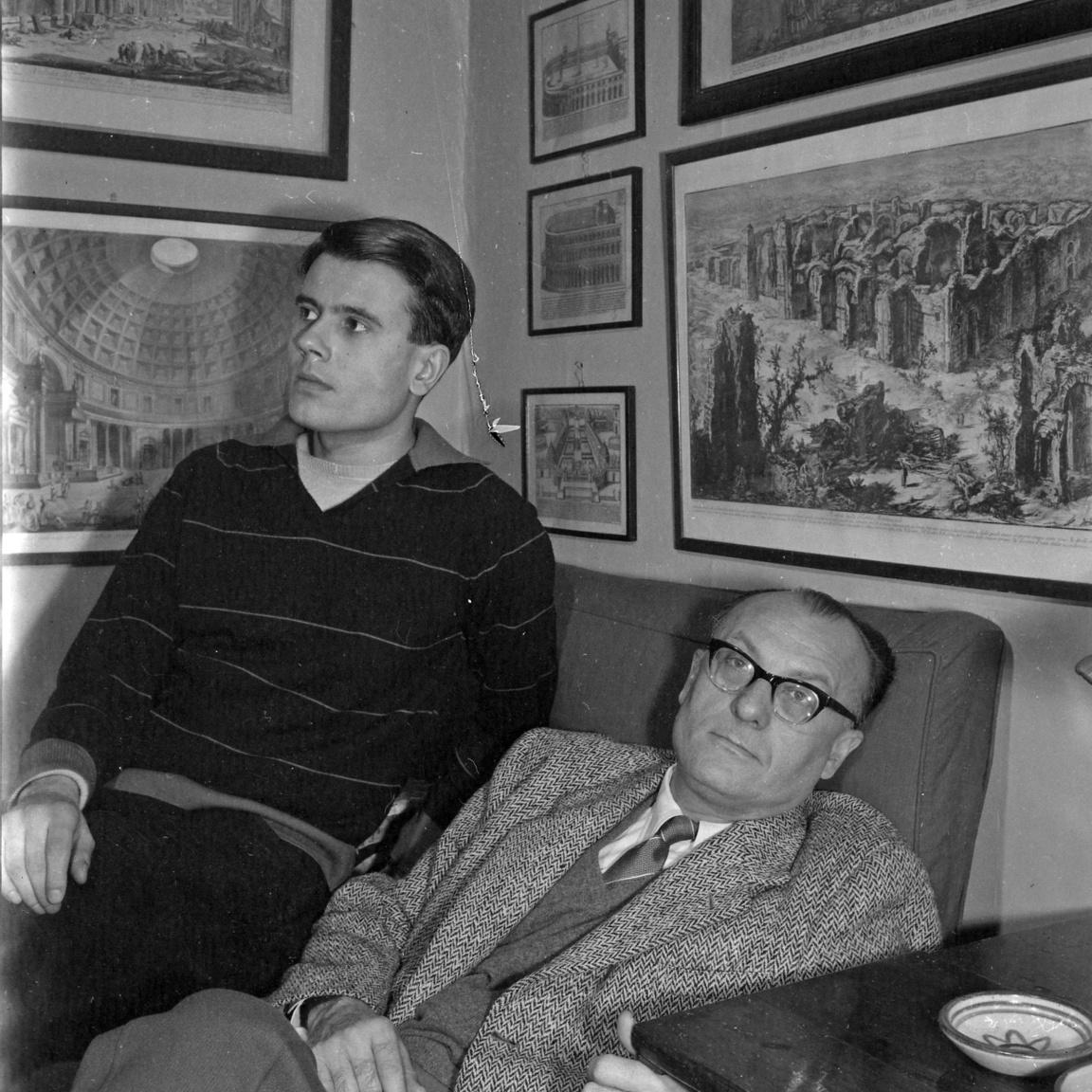 Apa és fia. A fiatal Csé András csak 1956-ban tudott apjához menekülni barátjával, Sárközi Mátyással. A hatvanas években ő is a BBC munkatársa volt.