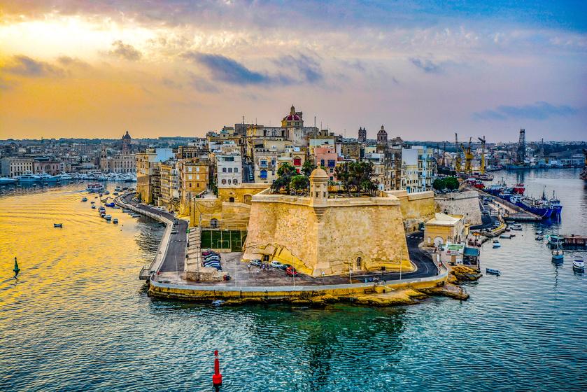 A Máltai Köztársaság egy szigetcsoport Dél-Európában, a Földközi-tengeren. A három legnagyobb szigete: Gozo, Comino és Málta, utóbbi a legnépszerűbb célpont a turisták számára. Az ország területe 316 négyzetkilométer.
