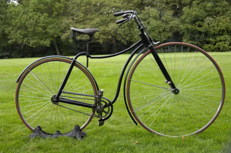 Ez az úgynevezett biztonsági kerékpár, racsnival és lánccal