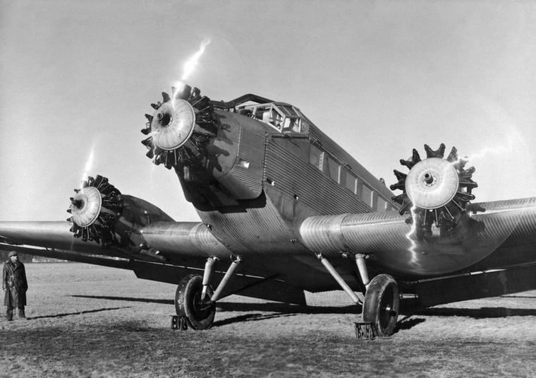 Junkers Ju 52 - Tante Ju, vagyis Ju néni becenéven is elhíresült német szállítórepülőgép