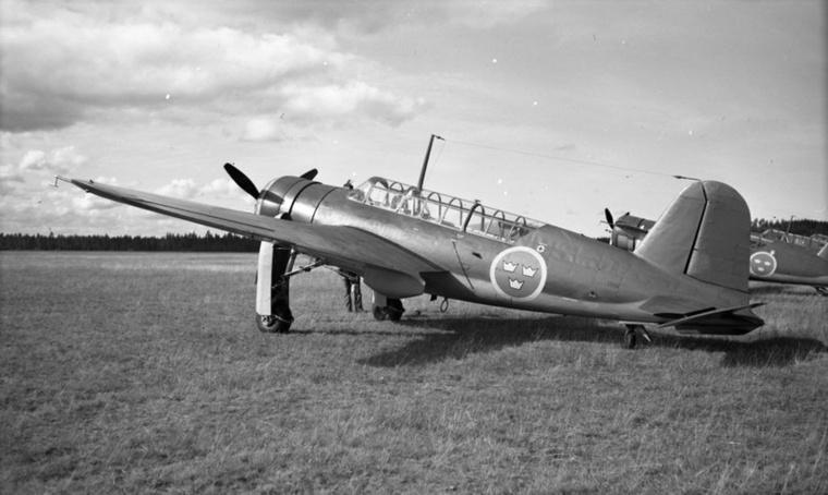 Harci repülőgépekkel indultak, kezdetben licenc alapján, később saját tervek után gyártottak, a vállalat története 1937-ig vezethető vissza