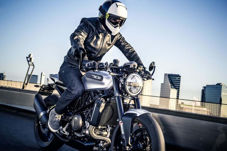 1903-ban aztán jött a motorkerékpár-gyártás, amit ma már a KTM tulajdonában végez a Husqvarna