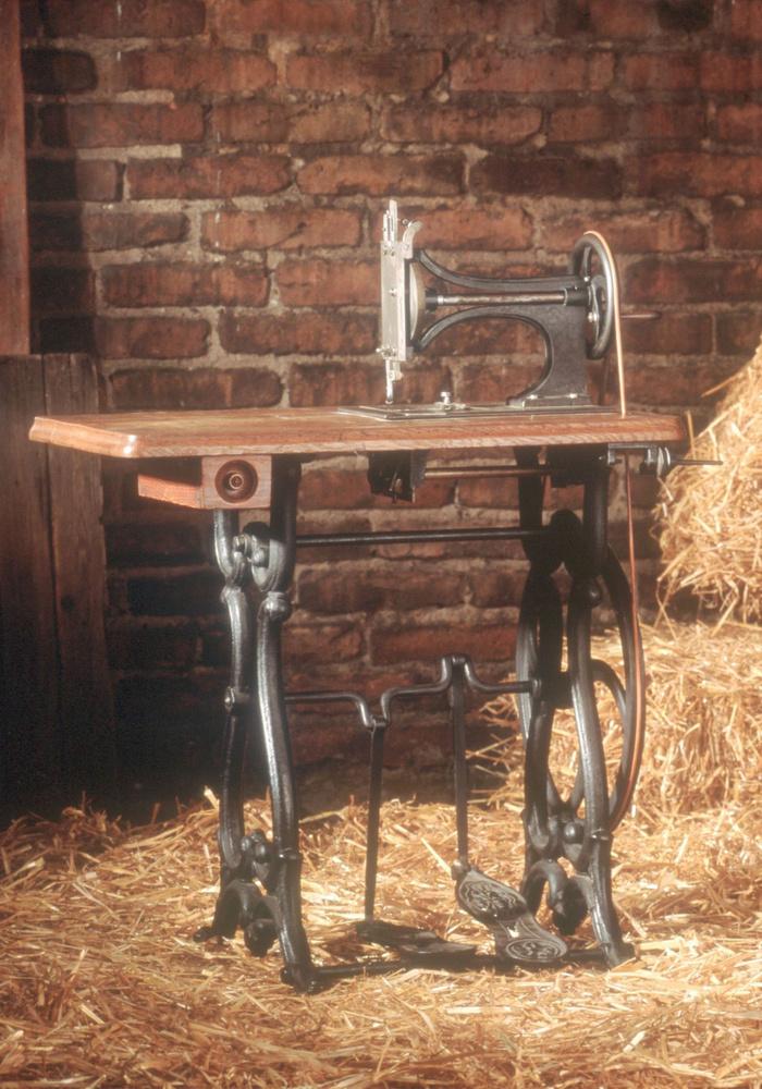 Varrógépekkel kezdték, majd a kor talán legjobb kerékpárait gyártották