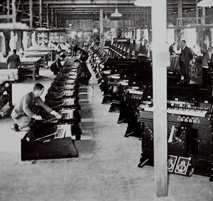Zongorákkal és orgonákkal kezdődött a sztori 1887-ben, és azóta sem engedték el a hangszereket