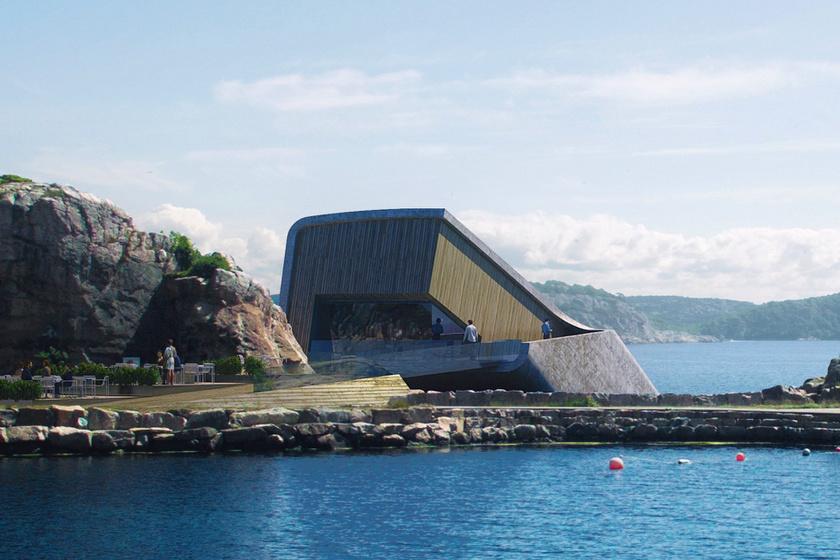 A téglatest formájú épület egyik fele a parton van, hátsó része öt méterre merül a tenger alá. Az éhes vendégek száraz lábbal közelíthetik meg a bejáratot.