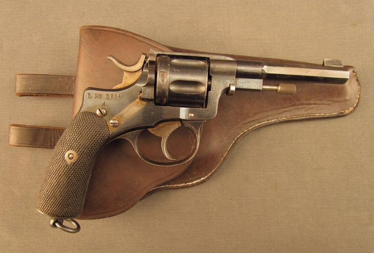 A képen látható revolver 1900 körül készült Svédországban