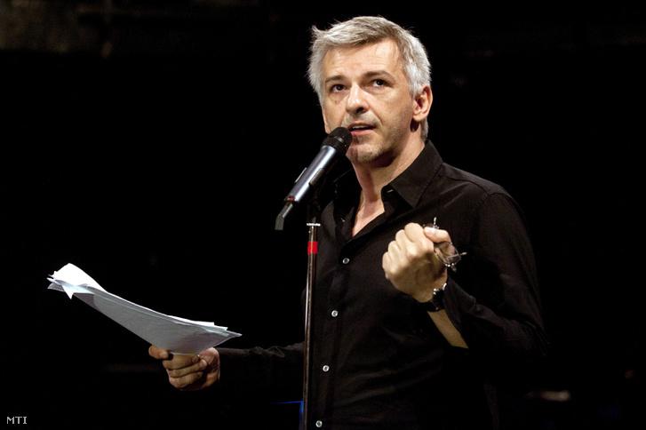 Alföldi Róbert a Nemzeti Színház távozó főigazgatója sajtótájékoztatót tart a színház Gobbi Hilda színpadán 2013. június 30-án.