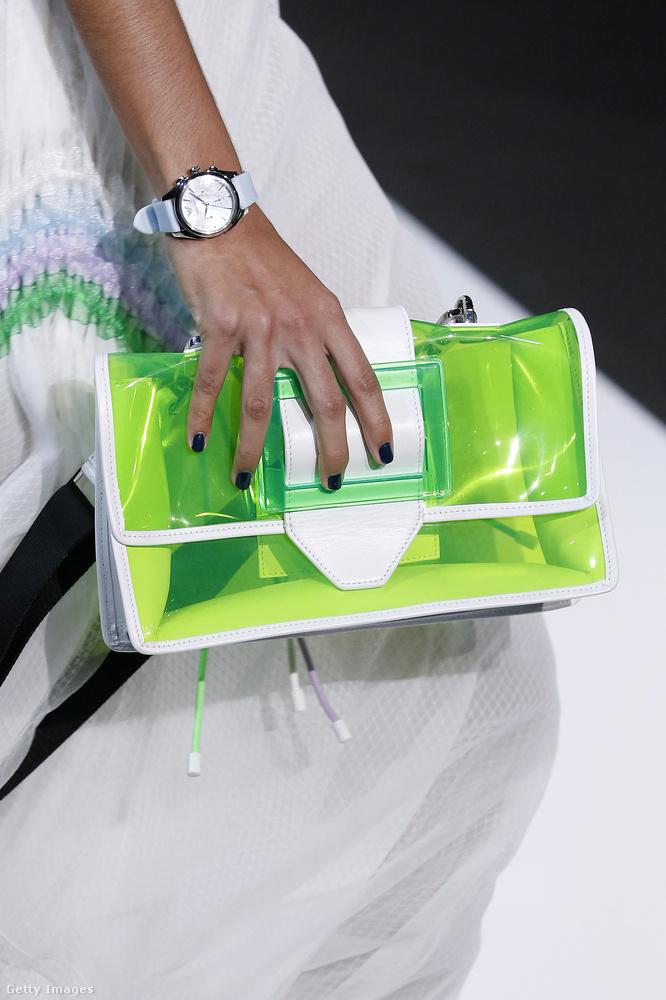Emporio Armani és a műanyag táska.