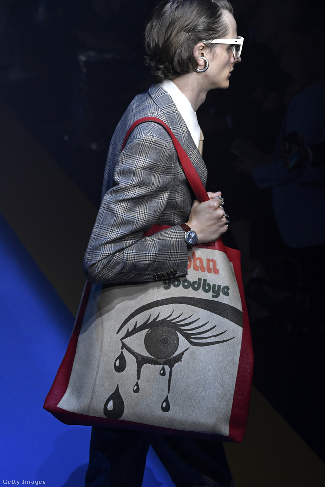 Túlméretezett táska könnyező szemmel a Guccitól.