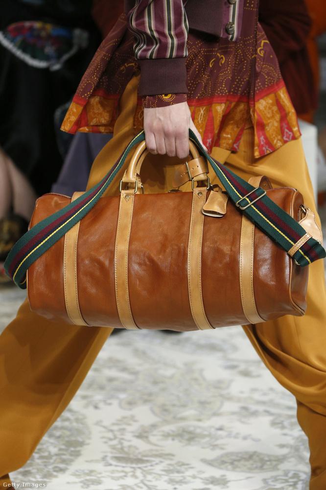 Tornaterembe járós dizájner táska az Etro kollekciójában.