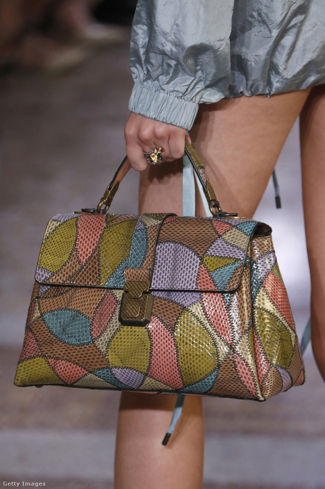 Reméljük, hogy a fast-fashion boltokban is lesz a Bottega Veneta táskához hasonló táska.