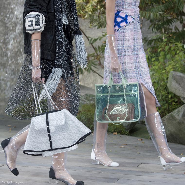 """Ilyen """"függönyt"""" vagy """"szoknyát"""" húzott táskáira a Chanel."""