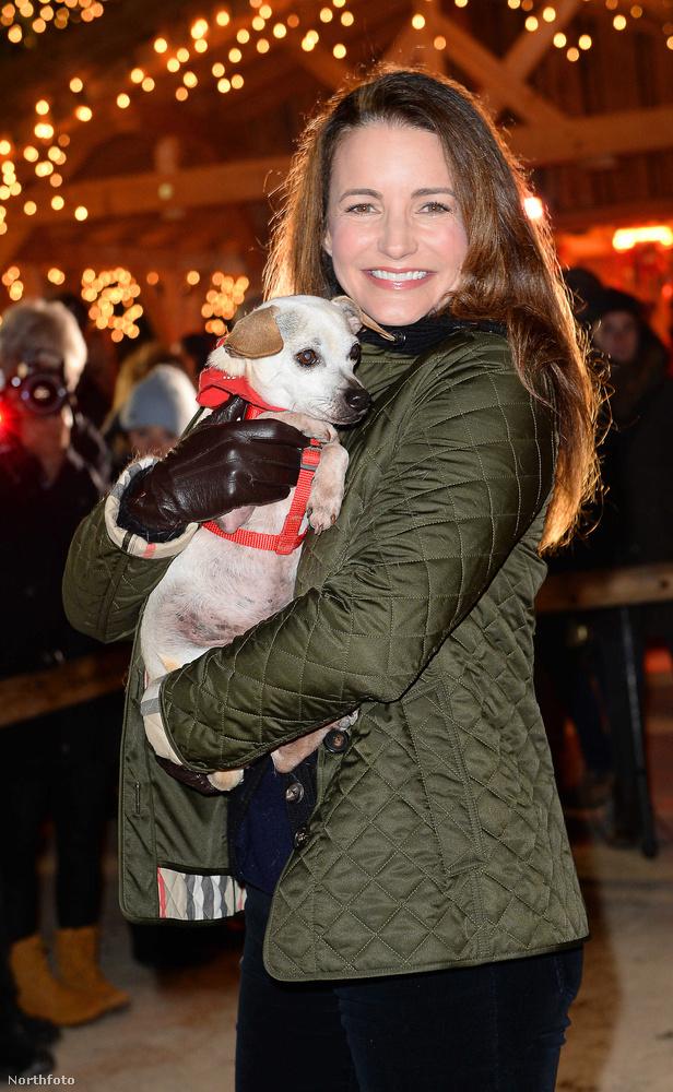 És ha Kristin Davis hírneve nem lenne elegendő a karácsonyi vásár megfelelő promózásához, a biztonság kedvéért bevetettek néhány cuki állatot is.