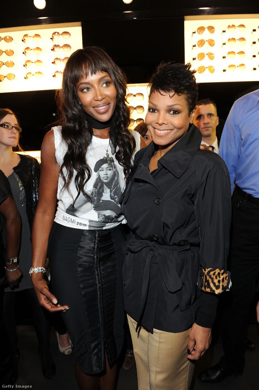 Janet Jackson és Naomi Campbell a párizsi divathéten 2010 októberében