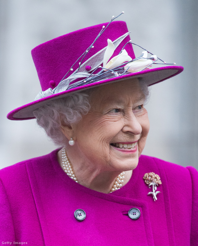 illetve évtizedek óta tökéletesíti reprezentációs mosolyát,