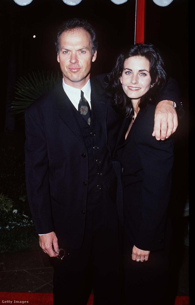 Michael Keaton  Courteney CoxBár Keaton már ismert volt a nyolcvanas években, a Jóbarátok Monicájának a nevét még szinte senki nem tudta, mikor 1989-ben összejöttek