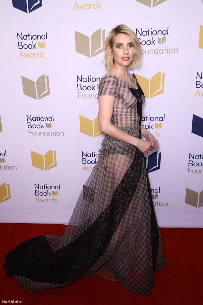 Az American Horror Story színésznője meztelen ruhában ment