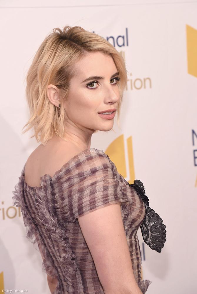 Julia Roberts unokahúga, Emma Roberts, a héten az amerikai Nemzeti Könyvfesztiválon vett részt, a vörös szőnyeges eseményre pedig egy igazán figyelemfelkeltő estélyit választott.