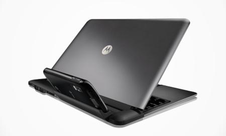 Motorola Atrix a laptopszerű dokkolóra kötve