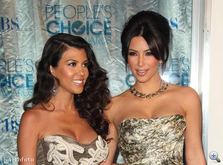 A Kardashian- nővérek. Balról Kourtney, jobbról Kim