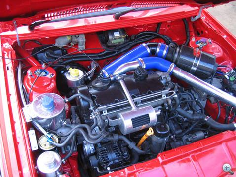 Scirocco motorterébe varázsolt PD TDI blokk. Sokan szeretik a PD-t, mert forgattyús mechanikája erős.
