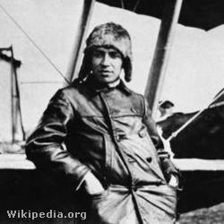 240px-Szamuely Tibor 1919 repülőgéppel