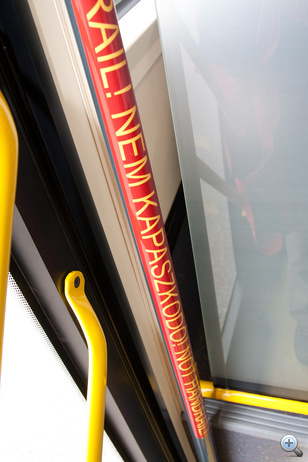 Informatív feliratok nyújtanak fogódzkodót az utasoknak