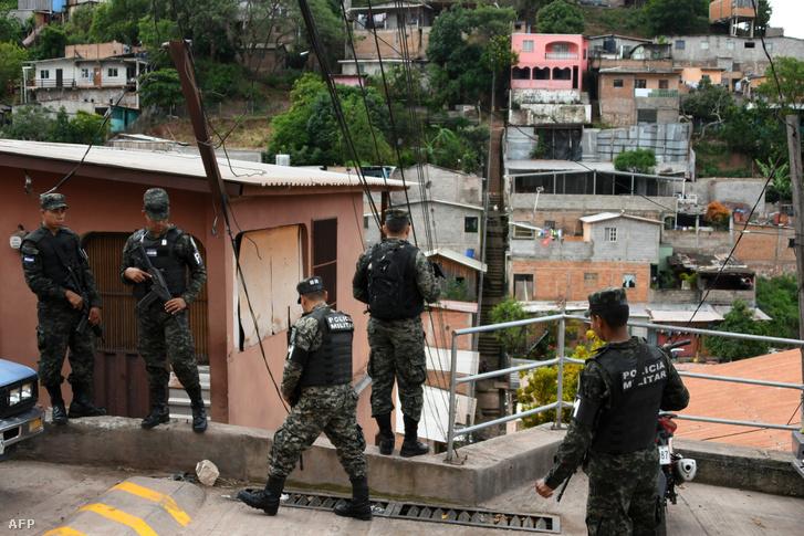 Az MS-13 tagjai után kutatnak Tegucigalpában november 15-én