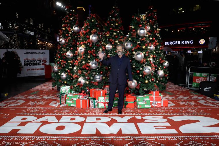 November közepe van, és Getty képügynökség kulturális-szórakoztató friss hírei között az első oldalon (azaz az első hatvan anyagból) tudják, hány karácsonyi téma van?Hét.A hétből három ugyanarról az eseményről szól, ami azt jelenti, hogy öt témán és 12 fotón keresztül most önt se kíméljük, szenvedje velünk végig, hogy november közepén hogyan karácsonyozik már az egész szórakoztatóipar! Alert: ezen a képen nem a Mikulás, hanem Mel Gibson látható.