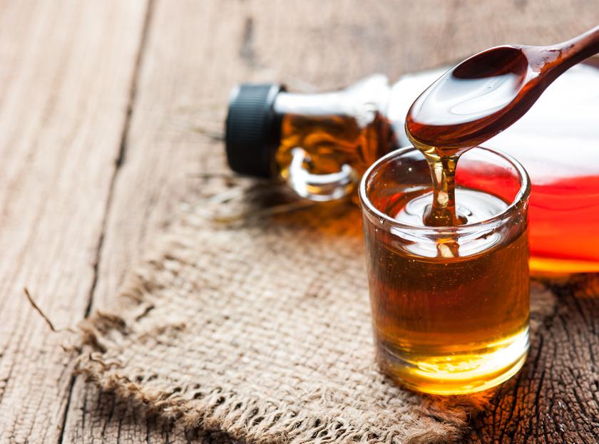 A természetes édesítőszerek közül a magasabb glikémiás indexű agavé, juharszirup és a méz is hirtelen emeli a vércukorszintet, ezért mértékkel szabad csak használni. Az eritrit vagy a sztívia jobb választás.