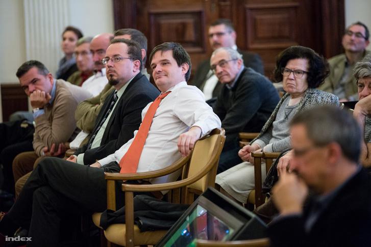 Kenyeres István a BFL főigazgatója és Jóri András volt adatvédelmi biztos a közönség soraiban