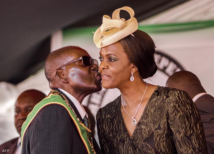Mugabe feleségével