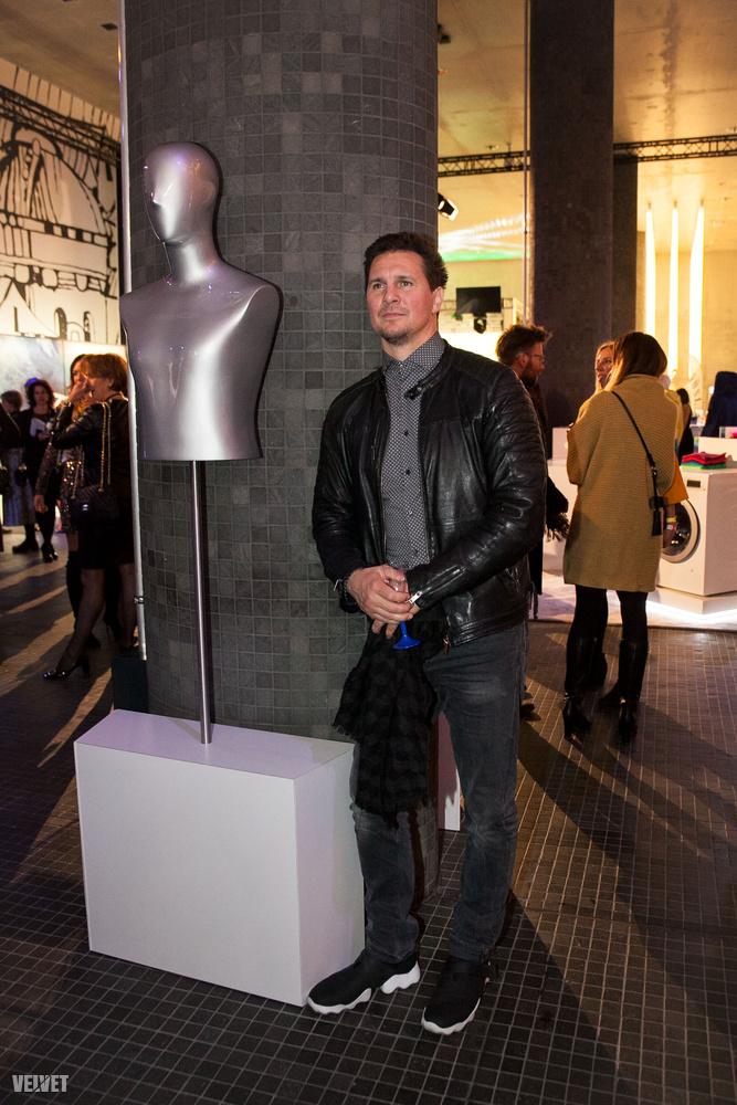 Pénteken megkezdődött az év egyik fontos, magyar divateseménye, a Marie Claire Fashion Days, aminek a megnyitóján nemcsak mi voltunk ott, hanem többek között Nagy Ervin és szerelme is.                         Ezen a fotón nem  a színész NEM a párjával pózol!