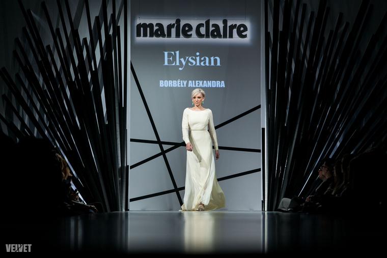 Nézzük tovább a divatbemutató hírességeit! Itt van például Borbély Alexandra.