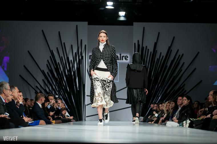 Na és akkor nézzünk még pár modellt és fazont erről a divatbemutatóról, először a Nubutól! Ez a fekete-fehér kockás anyag Odett korábban mutatott fotói miatt már ismerős lehet.