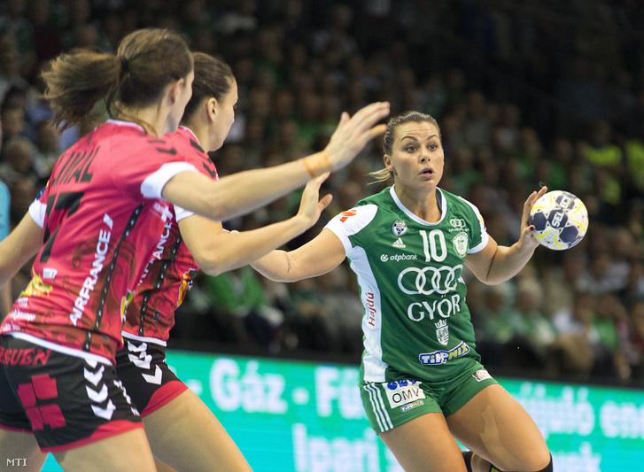 A győri Nora Mörk ellen védekeznek a Brest játékosai