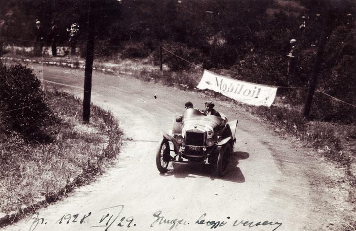Látó-hegy, Tarján Antal és OM sportkocsija az 1928-as autóversenyen.
