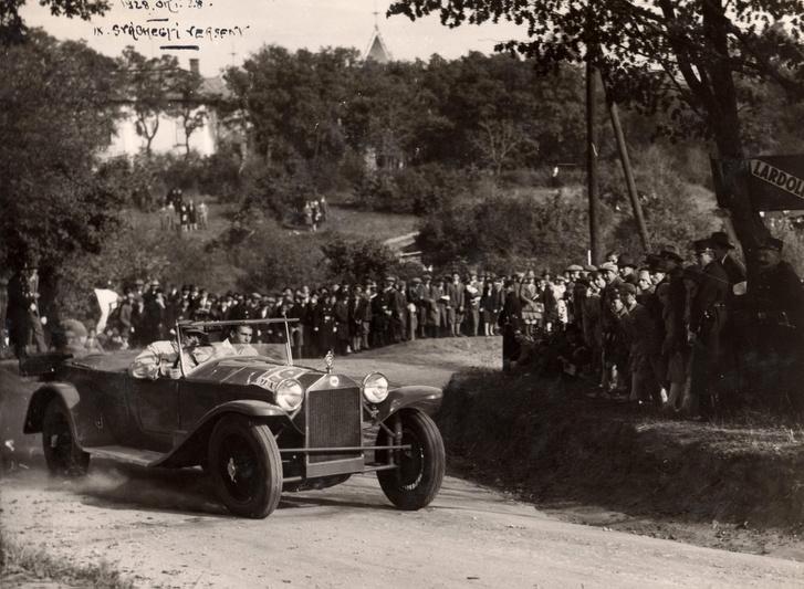1928, a IX. svábhegyi verseny Agancs utcai célkanyarja, Lancia Lambda