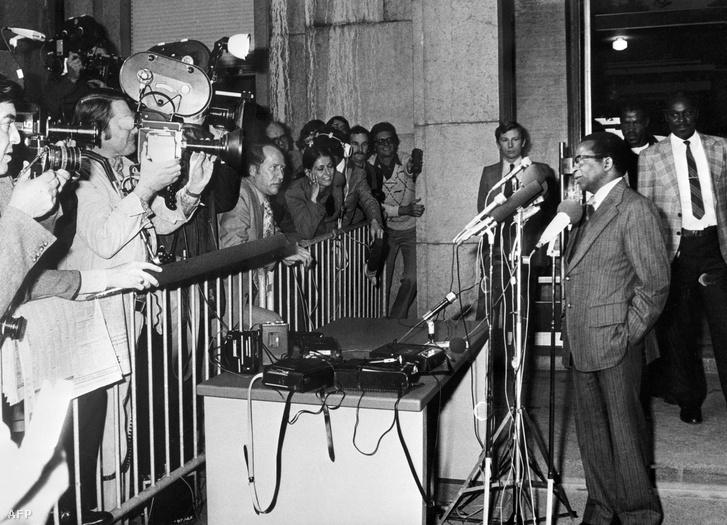 Mugabe 1976-ban egy ghánai konferencián