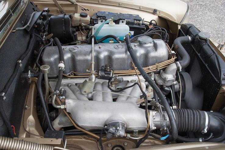 Még a 280-as és a 300-as is hathengeres volt, fölötte a 3.5 már V8-as