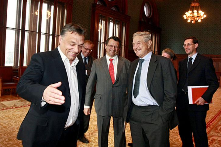 Orbán Viktor fogadja Soros Györgyöt a Parlamentben 2010-ben