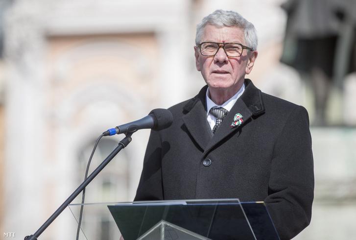 Almási István polgármester az 1848-49-es forradalom és szabadságharc 169. évfordulóján rendezett megemlékezésen Hódmezővásárhelyen 2017. március 15-én