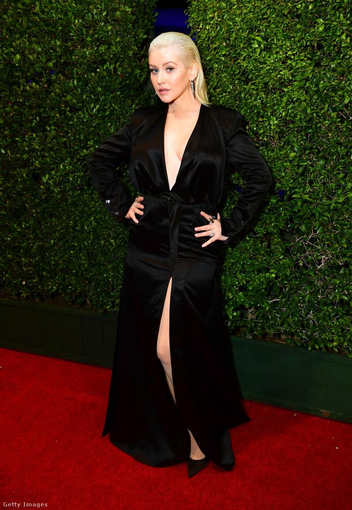 A külföldi szaklapok el vannak alélva Christina Aguilera visszafogottságától
