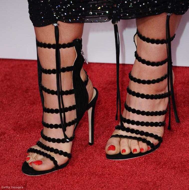 Bónusz: ezektől a húsába vájó cipőpántoktól napokig menő minták lesznek a lábán!