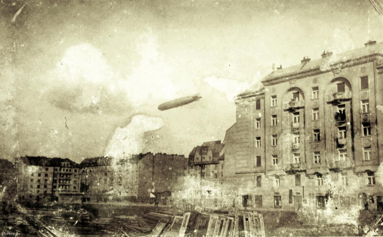 Zeppelin a XIII. kerület fölött: jobbra a Tátra utca házai a Hollán Ernő utca - Radnóti Miklós (Sziget) utca sarokról nézve. Balra a Pannónia utca és Csanády utca házai.